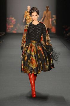 lena-hoschek_fashion-week-berlinRussian scarf A LA RUSSE  Russian shawl  Russischer Schal  Russisches Tuch A LA RUSSE  foulard russe  Le châle russe  scialle russo  Pañuelo Chal_1