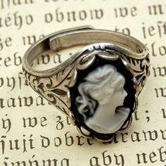Black And White Lady Kamee Ring in Silber von ragtrader auf Etsy