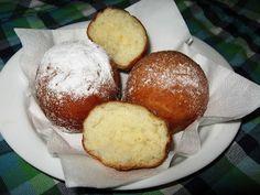 Mica's Blog: Gogosi pufoase Beignets, Romanian Food, Romanian Recipes, Pretzel Bites, I Foods, Deserts, Muffin, Good Food, Easy Meals