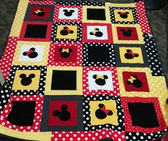 Minnie Mickey Mouse Applique Quilt by LannersQuilts on Etsy Patch Quilt, Rag Quilt, Applique Quilts, Mickey Mouse Quilt, Mickey Minnie Mouse, Quilt Baby, Quilting Projects, Sewing Projects, Quilting Tutorials