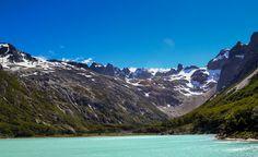 Laguna Esmeralda - Ushuaia - Argentina. Las montañas y picos nevados