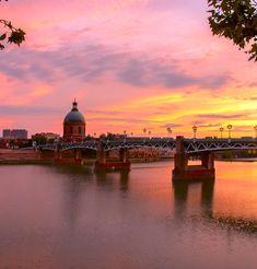Toulouse, de roze stad van het zuiden is een superleuke bestemming om met kinderen te doen want je vindt hier tal van bijzondere activiteiten! Als citytrip of als daguitje tijdens de vakantie. Toulouse, Ville Rose, Ville France, Eurotrip, Montpellier, Belle Photo, Taj Mahal, Cathedral, Sunrise