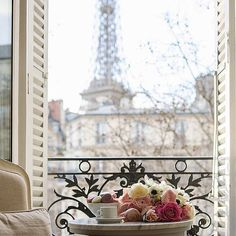 Paris will always hold my heart #paris #toureiffel #workhardplayhard #worldphotography #wanderlust #editoftheday #traveling #travelgram #travelling #travelblogger #yearofyou #instacool #instagood #instafollow #picoftheday #photooftheday #abmtravel #dscolor #fromwhereistand #followmearound #parisianbalcony #horizon #landmark #landscape #roses #cool #view #bbloggers #svenJournalParis