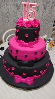 Safina good happy for u happy for your family lakin Abb sab ko Mat Bol na nazar lag tha ha n I don't want mera father-in-law ka aisa hu Pink Birthday Cakes, 18th Birthday Cake, Beautiful Birthday Cakes, Beautiful Wedding Cakes, Beautiful Cakes, Amazing Cakes, Bolo Paris, Paris Themed Cakes, Bolo Fack