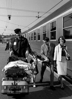 Robert Doisneau. 24 septembre 1964 (• http://www.robert-doisneau.com/en/portfolios/2310,publicite.htm •)