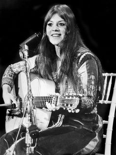 Melanie was one of three women to perform solo at the Woodstock music ...