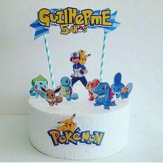 Compre Topo para Bolo Pokemon no Elo7 por R$ 27,50   Encontre mais produtos de Topo de Bolo de Aniversário e Aniversário e Festas parcelando em até 12 vezes   Topo de Bolo Scrap - Impressão em alta qualidade - Papel: 230g não-resistente à água. - Recorte personalizado com borda - Medi..., AAB1F3 Pokemon Birthday Cake, 9th Birthday Cake, Pokemon Party, My Pokemon, Pikachu, Birthday Parties, Desserts, Kids, Food