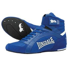 The Lonsdale Swift junior boxing boots offer soft padding to the high ankle to provide young fighters with more stability. These stylish, lightweight shoes with suede detailing around the heel and sole feature full lace ups, along with branded Velcro fastener to ensure more comfortable and secure fit. The boots also come with waffle outsole to ensure a fantastic ring and canvas grip. On top of this, the Swift junior boxing boots offer a synthetic sole for superior support for the young…