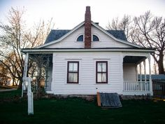 Villisca Ax Murder House, Villisca, Iowa – The Most Haunted House in America - Abandoned - halloween dekorationen Haunted America, Houses In America, Places In America, Haunted House Stories, Real Haunted Houses, Most Haunted Places, Spooky Places, Haunted Hotel, Mysterious Places