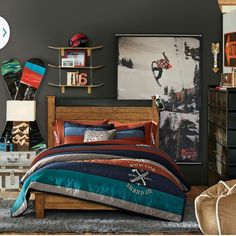 Dorm Room Decor: Ideas for Your Bare Walls. Decorate your dorm room with murals, posters & cool bookshelf and picture ideas this school year. Boys Bedding Sets, Teen Bedding, Teen Bedroom, Bedroom Sets, Boys Bedroom Furniture, Bedroom Decor, Star Wars Bett, Snowboard Bedroom, Chambre Nolan