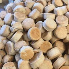 """84 Me gusta, 0 comentarios - @galletitasargentinas en Instagram: """"scones son galletitas??⠀ .⠀ .⠀ .⠀ .⠀ .⠀ .⠀ .⠀ .⠀ .⠀ #galletas #cookies #postres #sweet #cumpleaños…"""" Scones, Galletas Cookies, Snack Recipes, Snacks, Chips, Instagram, Sweet, Blog, Deserts"""