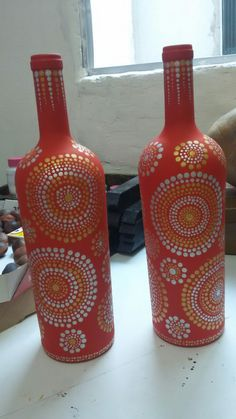Ak artes Painting Glass Jars, Painted Glass Bottles, Glass Bottle Crafts, Wine Bottle Art, Diy Bottle, Bottle Painting, Dot Painting, Mosaic Bottles, Vase Crafts