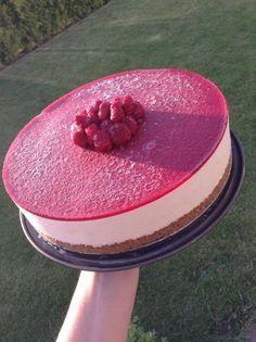 Rabarbercheesecake med hallonspegel