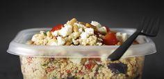Salade de quinoa -  Verser le quinoa dans une passoire fine et le rincer à l'eau froide jusqu'à ce que l'eau qui en coule soit claire...