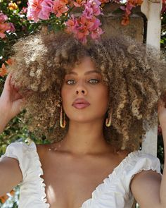Blonde Afro, Curly Afro Hair, Shampoo For Curly Hair, Brown Blonde Hair, Curly Hair Styles, Natural Hair Styles, Short Afro Styles, Afro Curls, Short Afro Hairstyles