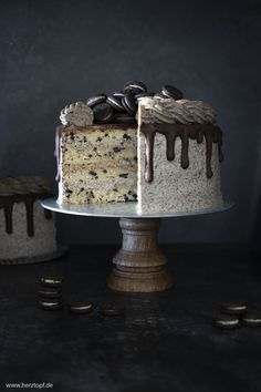 Cookies And Creme Cake, Chocolate Chip Cookie Cake, Oreo Cake, Drip Cake Recipes, Fun Baking Recipes, Easy Cake Recipes, Cake Decorating Designs, Cake Designs, Famous Desserts