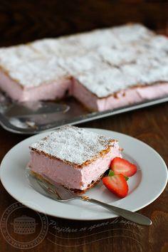 Choux a la creme franțuzesc - rețetă video pas cu pas Romanian Desserts, Romanian Food, Cake Recipes, Dessert Recipes, Salty Cake, Sweet Cakes, Savoury Cake, Sweet Desserts, Bakery