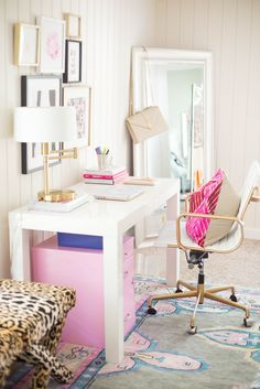 Blogger office. Girly office. Pink office. White and gold office.