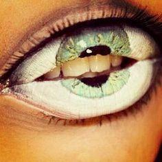 amazing! Lips look like an eye... Halloween?