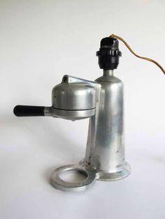 Kurioser und gefährlicher Stromanschluss einer Kaffeemaschine aus Italien - 1920er / 1930er Jahre (2/3)