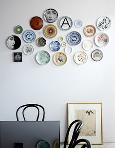 Gravity Interior : Artistic home via The Design Files Hanging Plates, Plates On Wall, Plate Wall Decor, Pattern Wall, Turbulence Deco, Melbourne House, The Design Files, Design Blog, Home And Deco