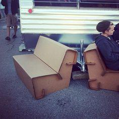 Lasercut cardboard furniture at #makerfaire | Encoches qui reviennent dans des plies. Les pieces de l'assise et du dossier s'agrippent dans une pieces perpendiculaire formant les côtés du meuble.
