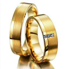 Metal: Ouro 18K Peso: 12 gramas Largura: 6,0 mm Espessura: 1,3 mm Conforto: Anatômica Formato Externo: Quadrada Acabamento: Fosca e Polida Detalhe: Fosca com uma lateral polida Pedras: 3 Diamantes de 1 ponto cada Gravação: Grátis (nomes, datas...