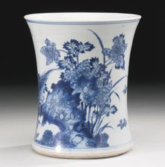A LARGE BLUE AND WHITE BRUSHPOT (BITONG) TRANSITIONAL PERIOD, 17TH CENTURY - Sotheby's