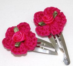 Hairclip with pink crochet flower en little rose by kitsdiezijn, $5,00