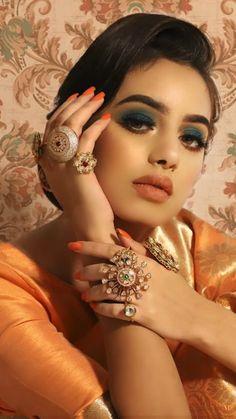 Bride Eye Makeup, Smokey Eye Makeup, Bridal Makeup, Black Wig, Long Black, Antique Bracelets, Antique Jewelry, Simple Makeup, Natural Makeup