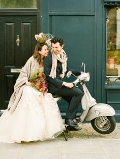 Bride and groom on vespa Vintage Vespa, Prom Dresses For Teens, Cheap Prom Dresses, Wedding Dresses, Motorcycle Wedding, Vespa Wedding, Motorcycle Couple, Motorcycle Quotes, Italy Wedding