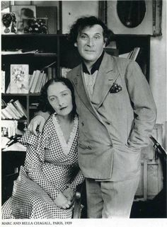 Marc Chagall and his first wife Bella Rosenfeld Chagall in Paris photographed by Andre Kertesz. Andre Kertesz, Marc Chagall, Man Ray, Famous Artists, Great Artists, Artist Art, Artist At Work, Chagall Paintings, Oil Paintings