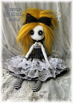 A 10 inch Gothic Lolita doll with button eyes and mustard yellow hair. Ugly Dolls, Creepy Dolls, Cute Dolls, Zombie Dolls, Voodoo Dolls, Gothic Dolls, Gothic Lolita, Gothic Art, Monster Dolls
