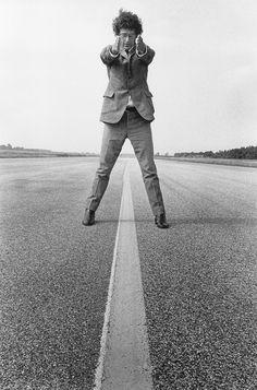 Walter De Maria, Amburgo, Germania, 1968 – from Troublemakers – photo © Angelika Platen Art Encounters, Richard Long, Art Database, Environmental Art, Outdoor Art, Land Art, Conceptual Art, Photomontage, American Artists