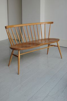 Ercol wooden sofa: how curvaceous and beautiful