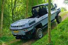 The Humdinga isn't just capable on sea and road, it is also impressive off-road with switchable and Mud Boats, Rv Truck, Chevy Trucks, Cruiser Boat, Amphibious Vehicle, Terrain Vehicle, Jeep 4x4, Boat Design, Boat Building