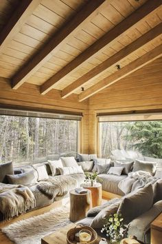 ideas rustic living room furniture log cabins window - Home Decor Modern Cabin Interior, Modern Cabin Decor, Cabin Interior Design, Chalet Interior, Cabin Design, Interior Doors, Room Interior, Building A Treehouse, Rustic Living Room Furniture