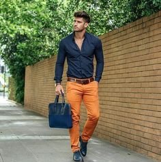 how to wear orange pants for men Mode Masculine, Men Looks, Orange Pants Outfit, Orange Jeans, Mode Outfits, Casual Outfits, Costume En Lin, Stylish Men, Men Casual
