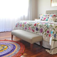 Boho Style Furniture And Home Decor Ideas – Vintage Decor Cushion Embroidery, Crewel Embroidery Kits, Hand Embroidery Designs, Embroidery Ideas, Designer Bed Sheets, Mexican Embroidery, Mexican Designs, Bed Covers, Bed Spreads