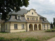 Dwór w Gołębiówce został zbudowany w latach 1925-1927 przez Jerzego Zdziechowskiego. Obecnie - własność prywatna.