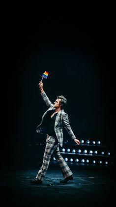Harry Styles - Everyone's fave in the boy band One Direction Niall Horan, Zayn Malik, Harry Styles Live, Harry Styles Pictures, Harry Edward Styles, Liam Payne, Louis Tomlinson, Harry Styles Lockscreen, Harry Styles Wallpaper