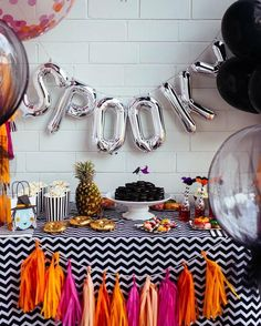One of our favourite posts for fall last year was this Halloween party inspiration from DIY enthusia Happy Halloween, Teen Halloween Party, Fairy Halloween Costumes, Halloween Inspo, Halloween Birthday, Halloween Party Decor, Holidays Halloween, Spooky Halloween, Birthday Ideas