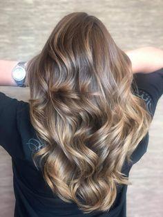Honey Blonde Hair Color, Brown Hair With Blonde Highlights, Light Blonde Hair, Light Hair, Hair Highlights, Hair Color Trend, Brown Hair Inspiration, Cute Hair Colors, Permanent Hair Dye