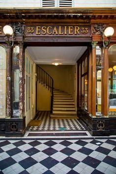 Passage Covert Escalier mural