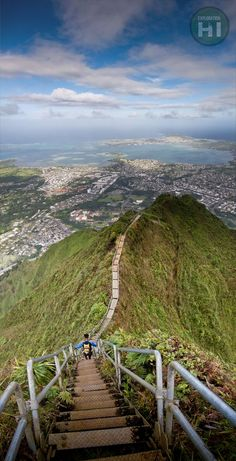 Haiku Stairs (Stairway to Heaven), a steel staircase of 4000 steps that ascends a ridge up from the Valley of Haiku Kaneohe on the island Oahu, HI.