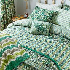 Jacaranda Tropical is daring and bright, this tropical pigment printed duvet set oozes with flourishing leafy vibes, complemented with a cool reverse stripe Duvet Sets, Duvet Cover Sets, Tropical Bedding, Home Bedroom Design, Velvet Duvet, Blue Cushions, Single Duvet Cover, Luxury Bedding Collections, House Beds