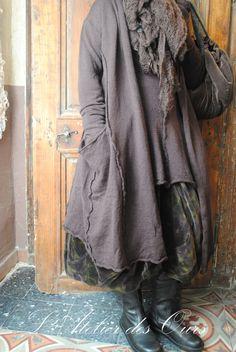 MLLE SEPHORA : Manteau en laine marron RUNDHOLZ, sac marron en pane de velours... - Atelier des Ours.