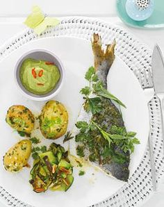 Kräuter-Doraden mit Avocadodip