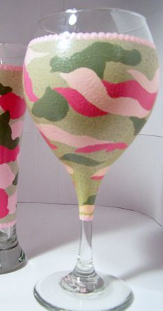 Camo Pink Wine Glass by GranArt on Etsy, $18.00 Diy Wine Glasses, Decorated Wine Glasses, Hand Painted Wine Glasses, Shot Glasses, Wine Painting, Bottle Painting, Wine Glass Crafts, Wine Bottle Crafts, Paint And Drink