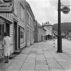 Nøstegaten 41,39,37, Oldersmuget fra marcus.uib.no Bergen, Norway, Sidewalk, History, Historia, Sidewalks, Pavement, Walkways
